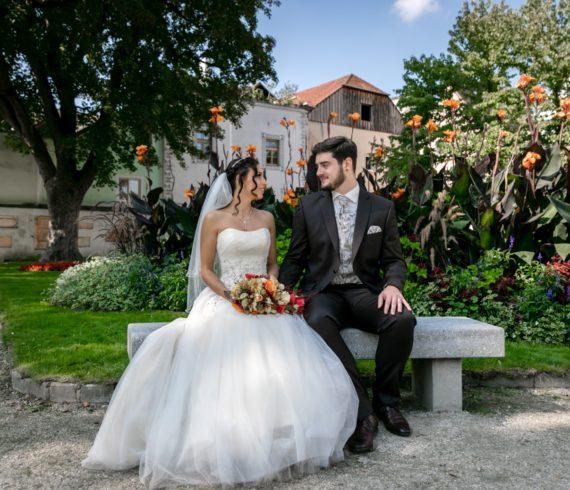2018-09-08 Hochzeit Carmen Konrad Bank im Burggarten